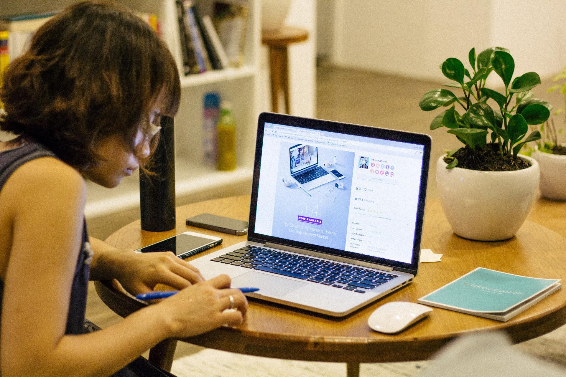 freelancer vs outsource company
